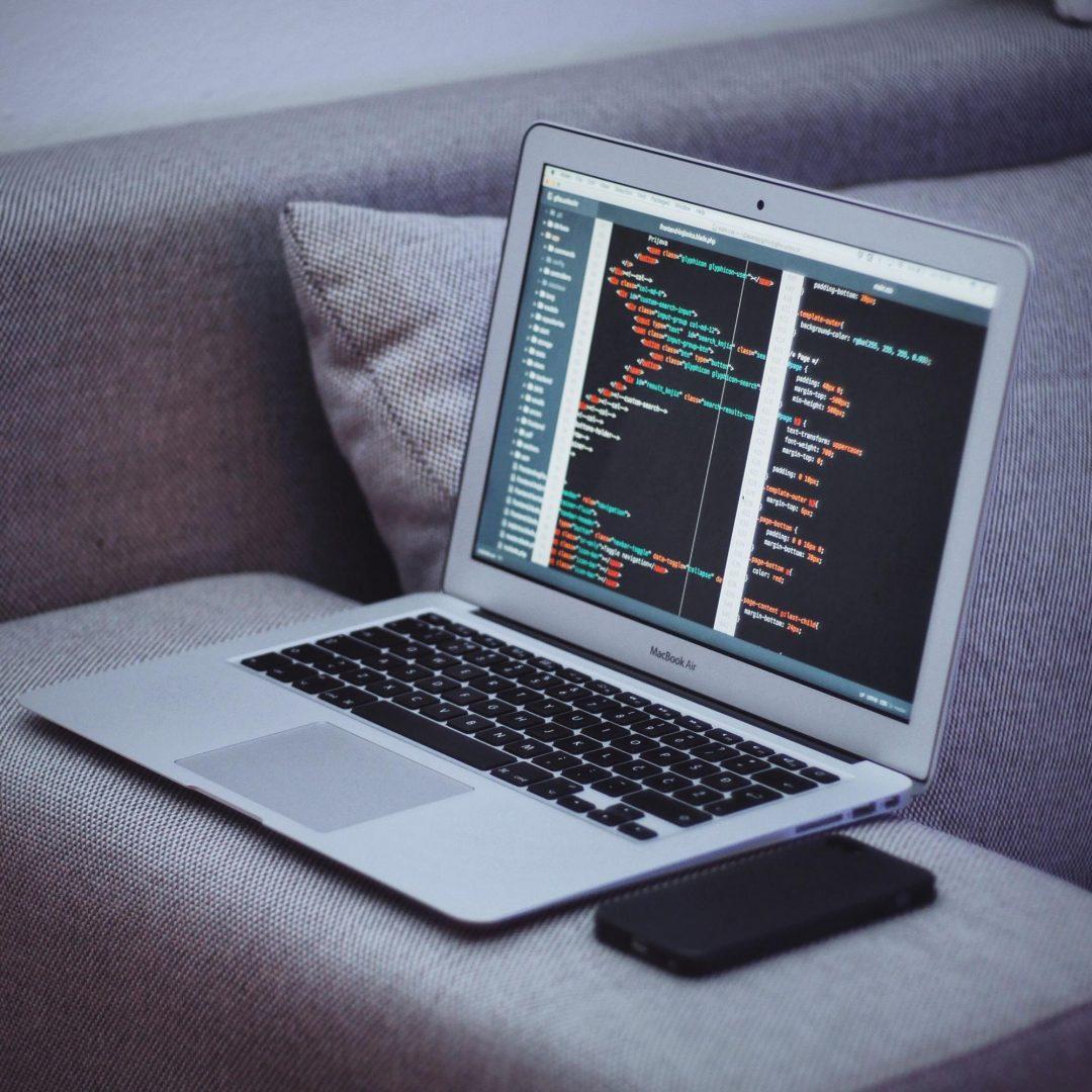 Image ordinateur sur canapé